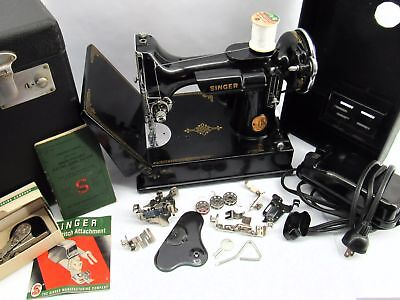 Vintage Singer Featherweight Sewing Machine in Case with Accessories