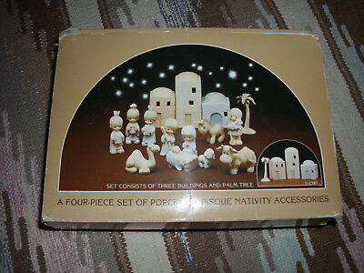 Precious Moments Miniatures 4-Piece Nativity Accessories Set (E-2387)