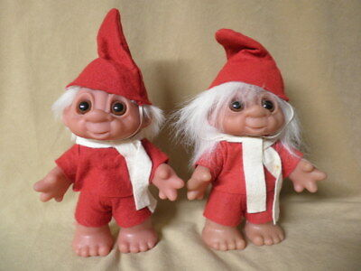 1988 Pair Dam Trolls Christmas Elves Red Outfits & White Scarves   Denmark
