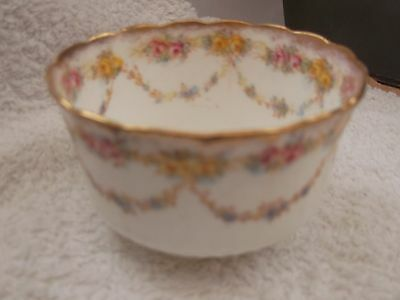 ?vintage  Small Sugar Bowl With A Floral Pattern    No Maker