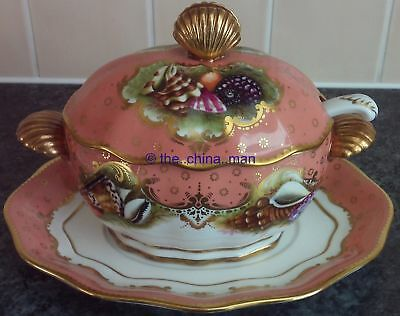 BOXED ROYAL WORCESTER HERITAGE COLLECTION SAUCE TUREEN with handpainted SHELLS