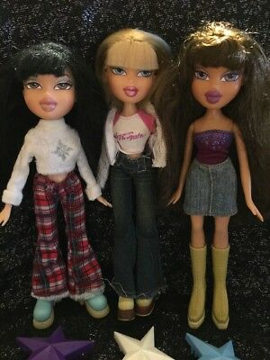 Bratz Dolls X3 Bundle Cloe Yasmin & Jade Clothes, Shoes & Hairbrush