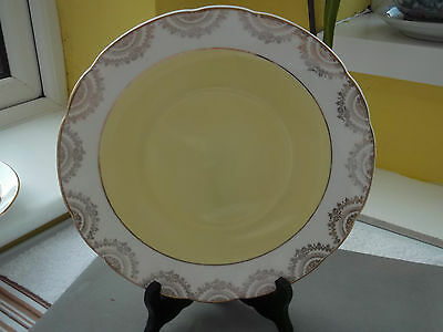 English China Bread / Cake Plate With A Lemon Centre And Gold Coloured Pattern