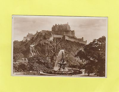 ROSS  FOUNTAIN   &    EDINBURGH  CASTLE     Midlothiian   SCOTLAND  (T47)