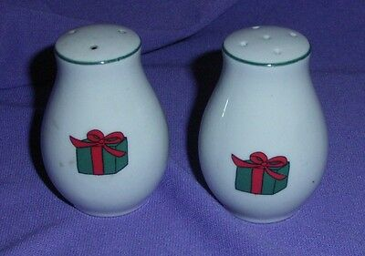Christmas Salt And Pepper Shakers Decorated With, Santa, Tree & Gift    (#bn72)