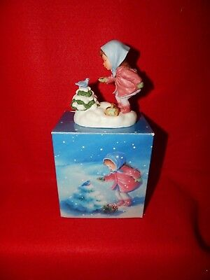 "1986 Avon ""We Wish You A Merry Christmas"" Musical Porcelain Figurine (A2)"