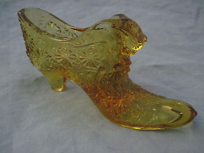 Beautiful Vintage AMBER BUTTON & DAISY CAT HEAD GLASS SHOE (A)