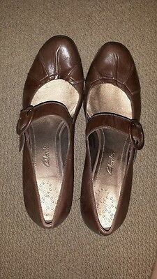 Brand new CLARKS brown genuine leather heels with buckle strap *bnwot*