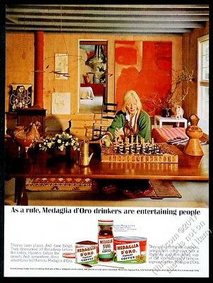 1963 modern chess set pieces & woman photo Medaglia d'Oro coffee print ad