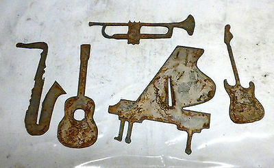 """Lot of 5 Musical Intruments Shapes Guitar Piano 3""""-6"""" Rusty Metal Vintage Crafts"""