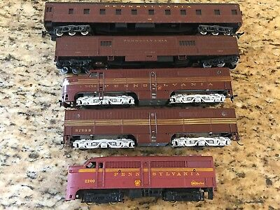 Lot of HO Scale Pennsylvania model trains w/ locomotive and dummy 3322 3522