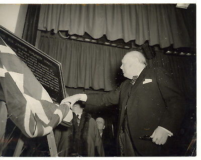 1955 LONDON WOODFORD Winston CHURCHILL unveiling memorial plaque of James HAWKEY
