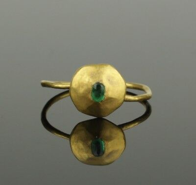 ANCIENT MEDIEVAL GOLD EMERALD RING - CIRCA 14th/15th Century AD