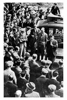 pt6151 - Armthorpe Colliery Pit Yard J B Priestly Adresses the Crowd - photo 6x4
