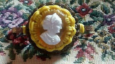 1940's Make Do and Mend Wire Brooch Cameo