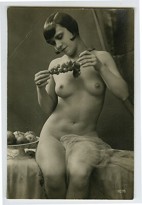 1920s Sexy French NUDE FLAPPER w/ Grapes photo postcard