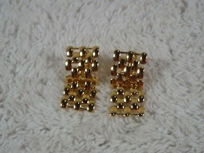 Goldtone Mesh Link Screwback Clip-on Earrings (C17)
