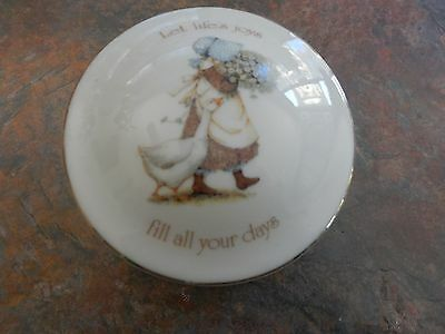 Vintage Holly Hobbie Let Life's Joys Fill All Your Days Round Trinket Box
