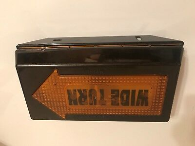 Truck-Lite 81010 Right Hand Wide Turn Signal Semi Trailer NOS Lens & Frame Only
