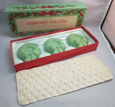 Vtg Avon Bayberry Wreaths gift soaps with the box.Xmas decor
