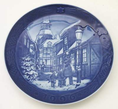 Royal Copenhagen CHRISTMAS PLATE Street Lamps 1996