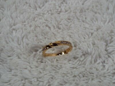 Goldtone Rhinestone Band Ring ~ Size 7 (C63)