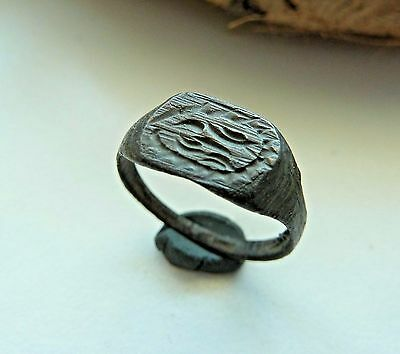 Old bronze ring  (190).