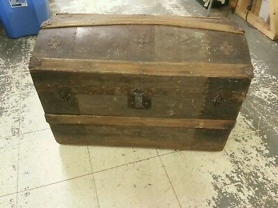 Antique, Vintage humpback small Trunk, chest