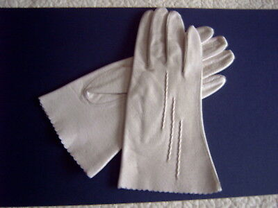 : Vintage Ladies Gloves - Real Leather - Cream - Size 6.5 - [F]
