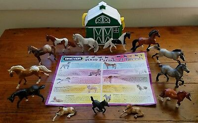 "13 Breyer Mini Horse's Stablemates ""Parade of Breeds"" & Barn / Stable"