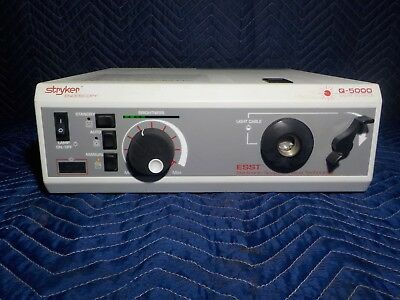 Stryker Endoscopy Q5000 Light Source 220-180-000