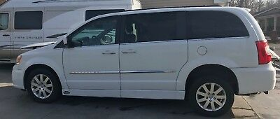 2014 Chrysler Town & Country Touring 2014 HANDICAP ACCESSIBLE CHRYSLER TOWN & COUNTRY TOURING VAN EXCELLENT CONDITION