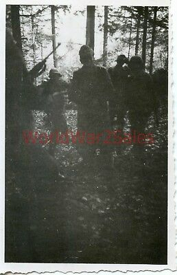 #157 WWII 90th Infantry Division Photo ~ POW ~ Capturing two Germans ~ Combat ~