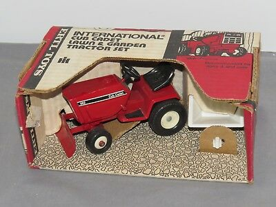 Vintage 1/16 IH Cub Cadet 682 Lawn & Garden Tractor Set New in Box by Ertl Cart