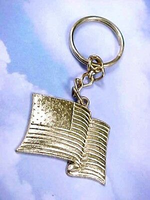 Vintage 1980's Gold Tone American Flag Keychain / Cast Metal / Excellent Conditi