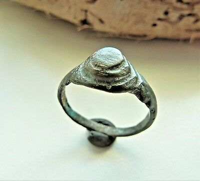Old bronze ring (357).