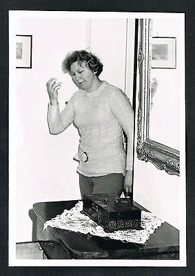 FOTO vintage PHOTO, Frau Dame Wohnzimmer woman living room femme salon /119