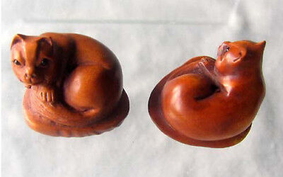 HAND CARVED BOXWOOD Kitty CAT on Clam Shell Bead 4128V
