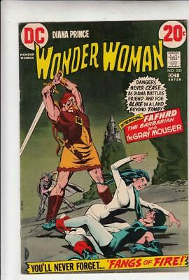 Wonder Woman # 202 strict VF/NM appearance Catwoman!