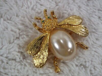Goldtone White Cabochon BEE Pin (A77)