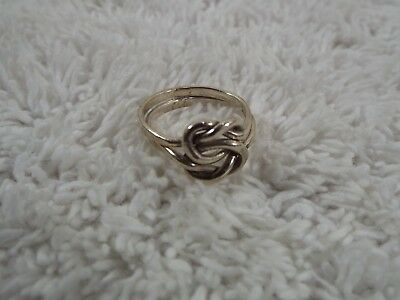 Sterling Silver Knot Ring ~ Size 6 (B46)