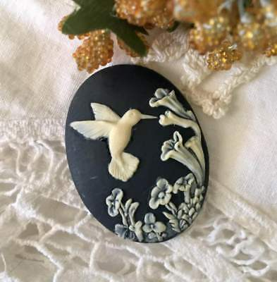 Vintage Cameo Japan~40x30mm Lucite Button~Black/Ivory Hummingbird~ >^..^< Rescue