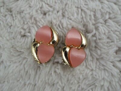 Vintage Goldtone Thermoset Pink Heart Clip-on Earrings (A25)