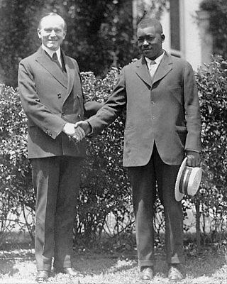 CALVIN COOLIDGE AND THOMAS LEE SHAKING HANDS 8x10 SILVER HALIDE PHOTO PRINT