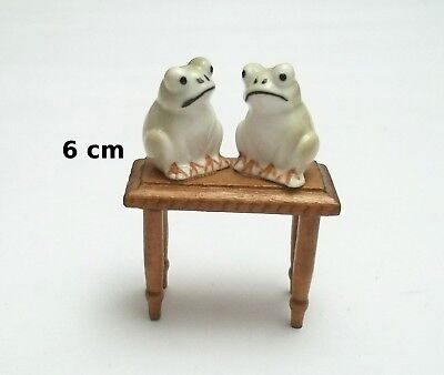 figurines grenouilles sur une table, bibelots,animal collection,frog  Gtp14-04
