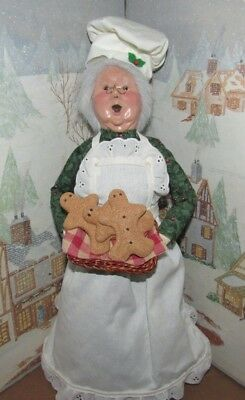 BYERS CHOICE Talbots Mrs Claus with a Tray of Baked Goods 2001  *
