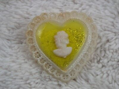 Vintage 1940's Yellow Cream Cameo Heart Valentine Pin (A55)