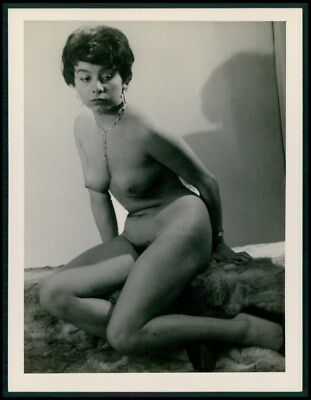 a57 Pinup breasts pin up nude woman original c1950-1960s gelatin silver photo