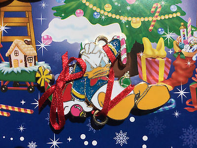 Japan Disney Store JDS Magical Holiday 2005 4 Pin Framed Set Donald Duck Only