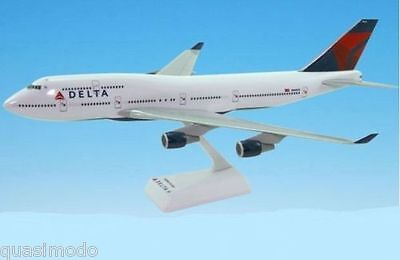 DELTA AIRLINES, Boeing 747-400   ---- DESK MODEL N661US